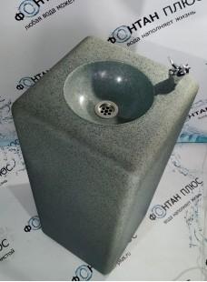 Фонтанчик питьевой из искусственного камня и краном-дозатором