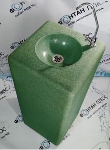 Фонтанчик питьевой из искусственного камня с повортотным краном